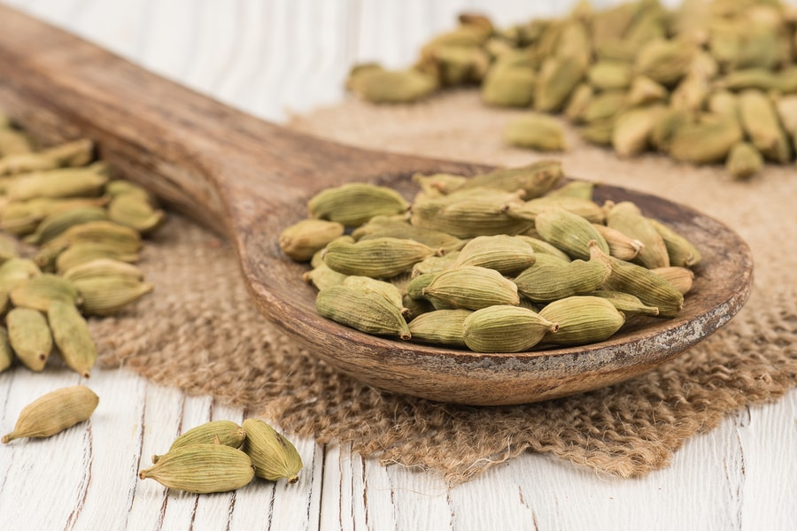 6 Health Benefits Of Cardamom Side Effects Selfhacked